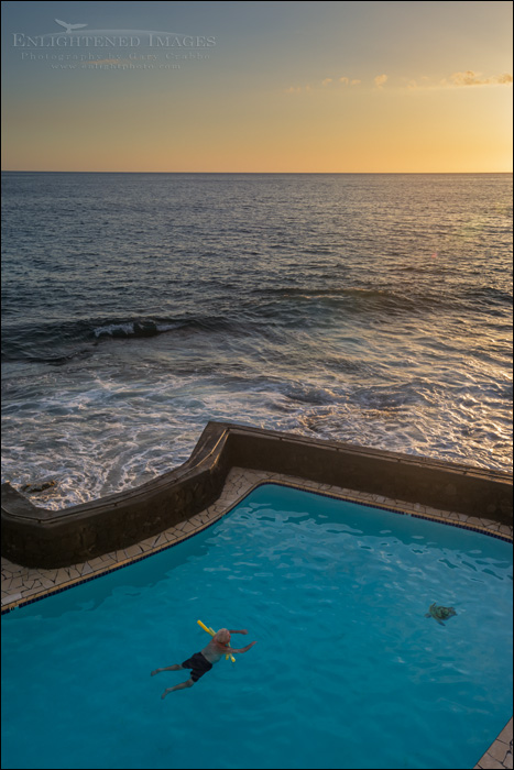 Image: Sunset as seen from the Kona Magic Sands near White Sands Beach Park, Kailua-Kona, Big Island, Hawaii