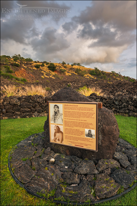 Image: Memorial marker at the site of the Kuamo'o Battle (1819), at The End of the World, North Kona District, Big Island, Hawaii